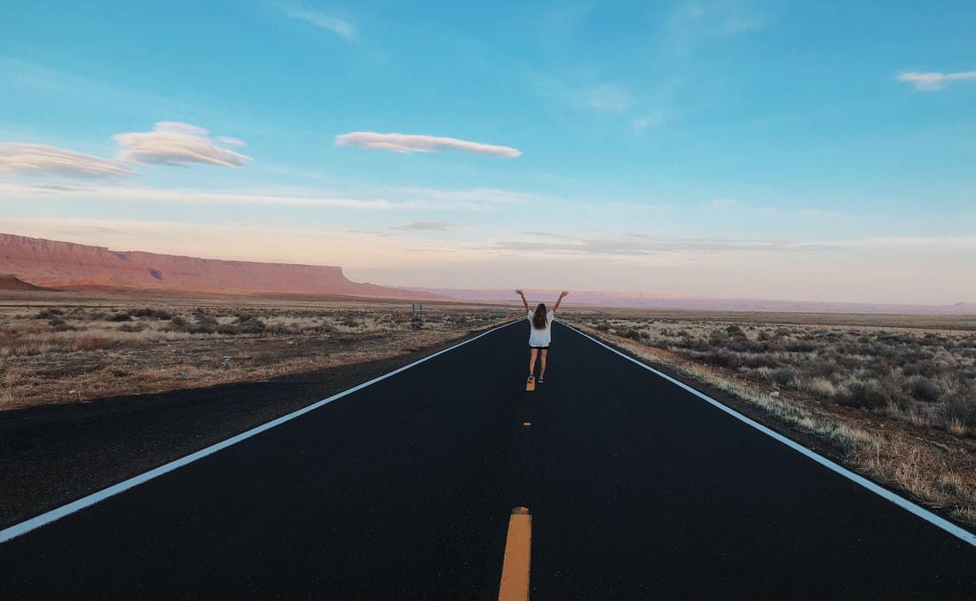 Road trip views and deserted highways in Arizona